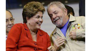 Contra las cuerdas. Lula y Rousseff enfrentan momentos difíciles ante los reclamos de cárcel y de destitución.