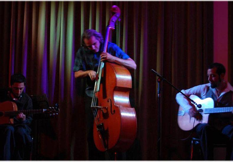 Chemanush Gypsy. Se presentarán esta noche en el Paraninfo con la violinista Shopie Lussi.