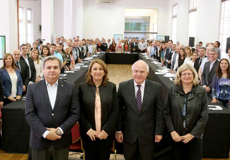 La provincia convocó a intendentes y presidentes comunales a debatir sobre educación