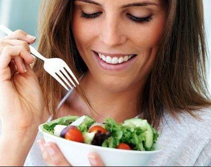 Sumar verduras a todas las comidas es una de las claves para llenarse antes de las carnes o pastas.