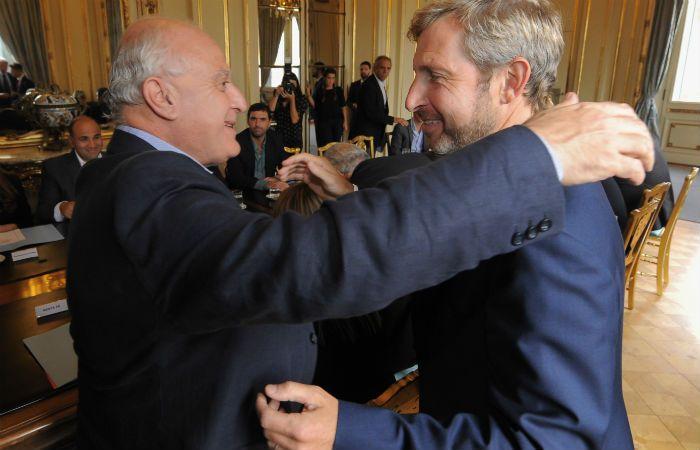 Lifschitz y un saludo muy cordial con el ministro Frigerio
