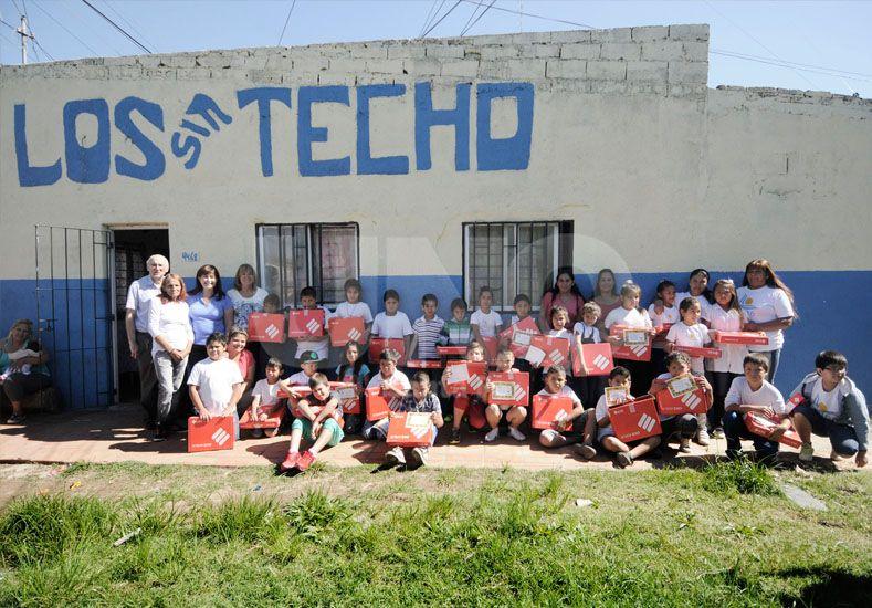 La provincia entregó más de 1,3 millones de pesos al Movimiento Los sin Techo