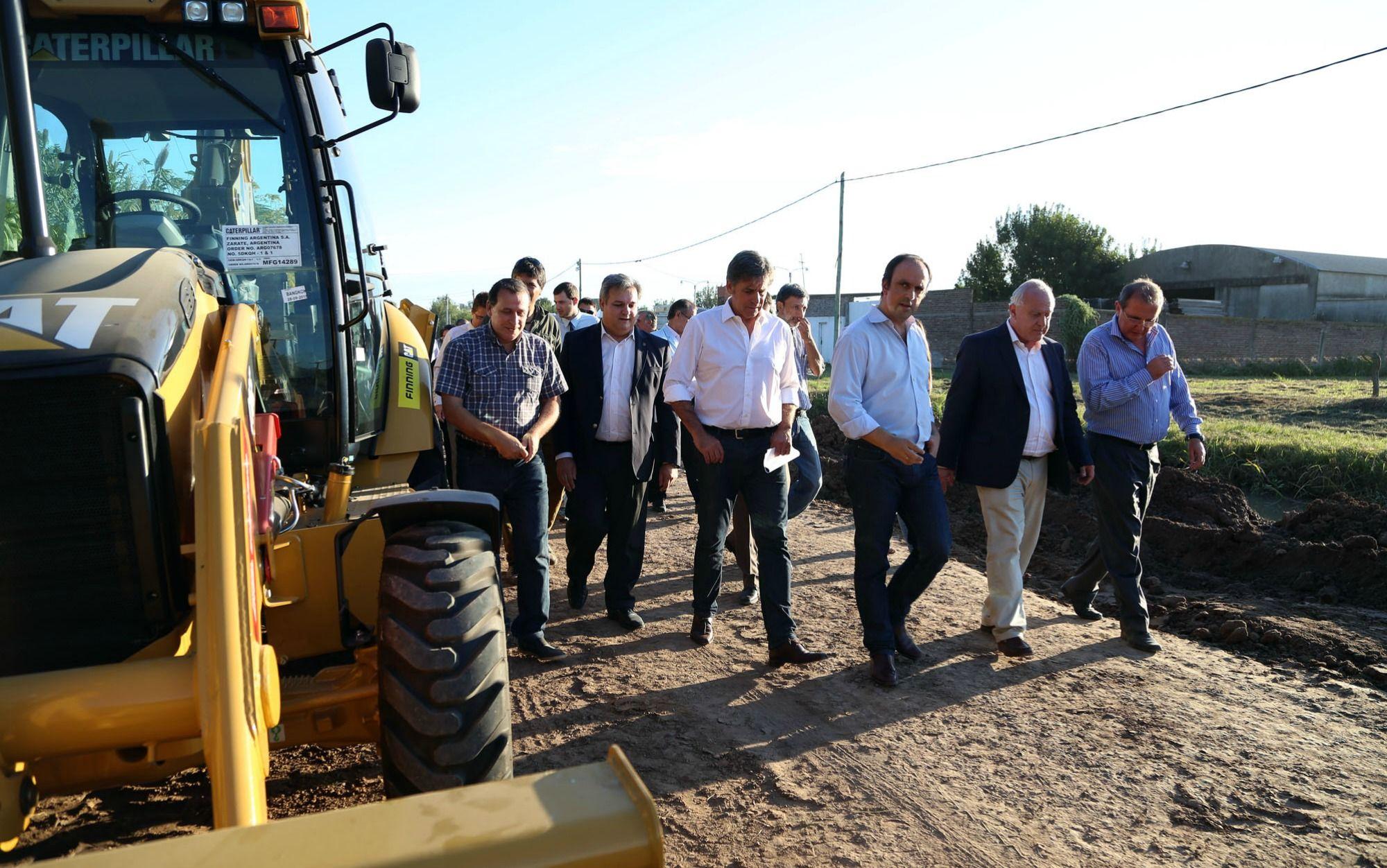 Lifschitz recorrió los avances de los trabajos en la Av. Peñaloza