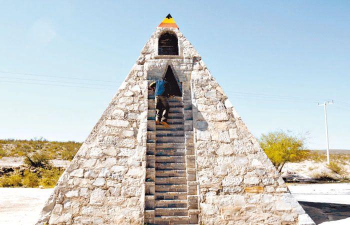 La pirámide de piedra de siete metros de altura.
