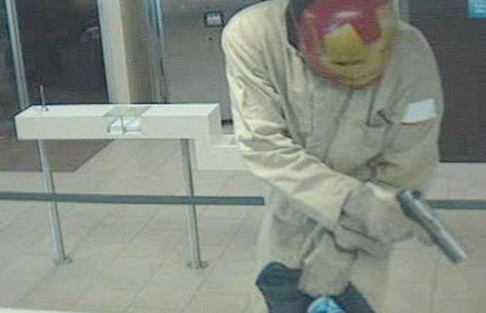 La imagen fue capturada por la cámara de seguridad del banco.
