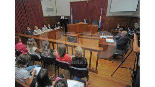 Extenso. El debate comenzó a las 9.10 y hubo cinco testimonios. Hoy habrá más declaraciones / Foto: Manuel Testi - Uno Santa Fe