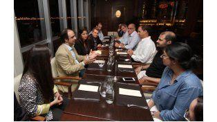 El intendente José Corral recibió este domingo por la noche a una delegación de empresarios de Dubai Port World de Emiratos Árabes Unidos.