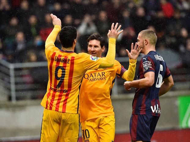 La celebración de Messi junto a Suárez