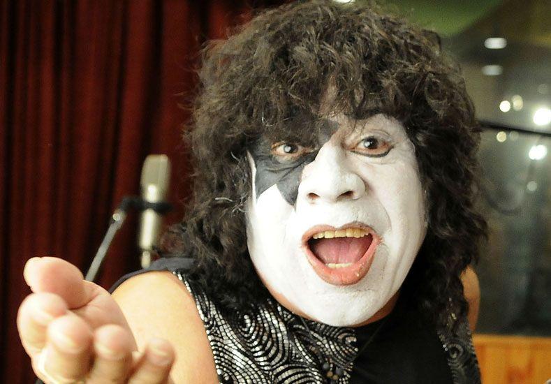 La extraña pronunciación de La Mona Jiménez del tema de Kiss