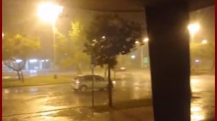 VIDEO: llueve intensamente en toda la ciudad y piden precaución