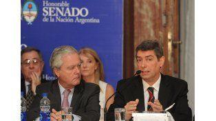 Respuestas. El santafesino Rosatti junto al senador nacional por el PRO