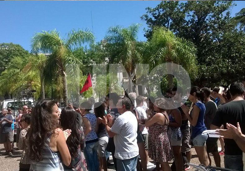 Vecinos de la Costa llegaron en caravana a Casa de Gobierno para reclamar por mejoras