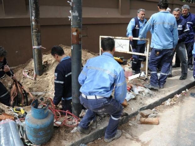 Los operarios trabajan para restablecer el servicio energético. (Foto de archivo)