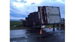 Un camión aplastó a un auto y el conductor falleció en el acto en la Ruta 9