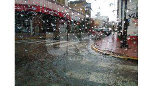Así estaba la esquina de Hipólito Irigoyen y San Jerónimo a las 8 de la mañana. Mandá tu foto al WhatsApp de Diario UNO Santa Fe: 3426984114