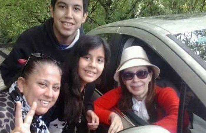 La ex presidenta junto a seguidores en El Calafate.