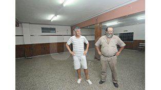 Compañeros. El presidente Hugo Agüero y el tesorero Carlos Crippa son parte del presente de la institución. Foto: Manuel Testi / Diario UNO Santa Fe
