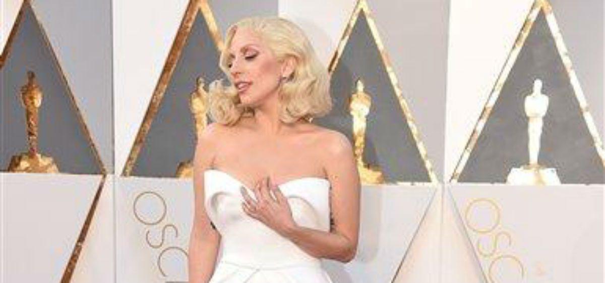 La alfombra roja de los Oscar: los looks más llamativos y sensuales de la noche