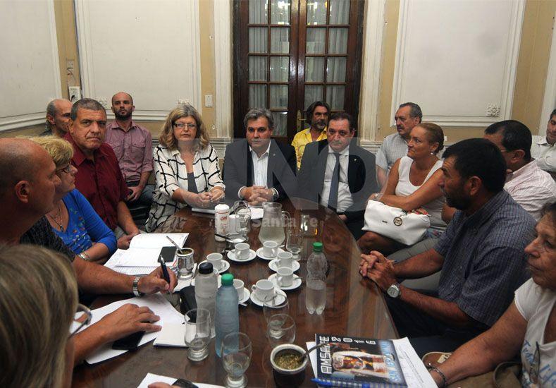 Gobierno y docentes se reunieron pero se ratificaron los paros