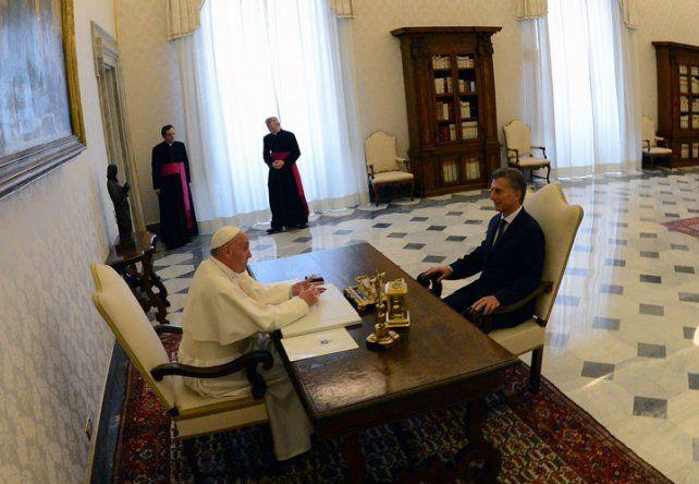 Macri tuvo una reunión exprés con el Papa, el encuentro duró 22 minutos y fue tono formal