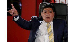 Maradona metió la cuchara: Infantino es un traidor