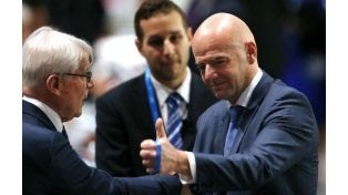 Gianni Infantino tendrá la dura misión de suceder a Joseph Blatter