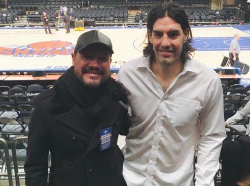 Tinelli emitió tuits sobre la realidad del país luego de viajar a Canadá donde fue a ver a Lusi Scola que juega en los Toronto Raptors.