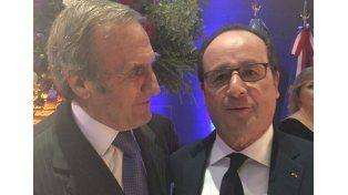 Reutemann reapareció en público para saludar al presidente Francois Hollande