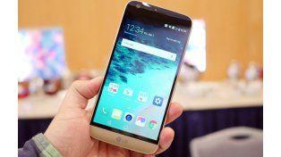 El LG G5 viene con accesorios modulares que se intercambian para darle funciones adicionales.