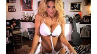 Marina alimenta su imagen de mujer fatal con anécdotas calientes sobre su intimidad sexual.