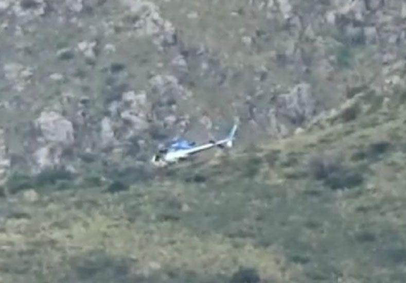 Cayó un helicóptero de rescate en el cerro Uritorco y tres personas están heridas