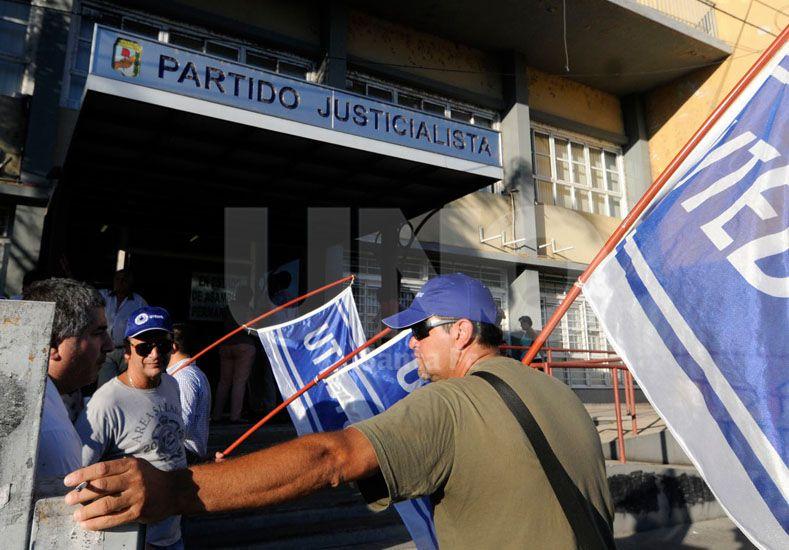 Protesta. El 4 de febrero pasado se reunió el consejo provincial y los trabajadores les recordaron la deuda salarial.