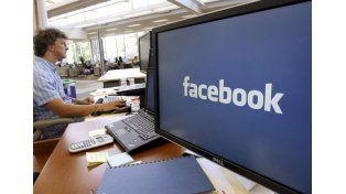 Trabajo. La versión de Facebook orientada al ámbito laboral para mejorar la comunicación.