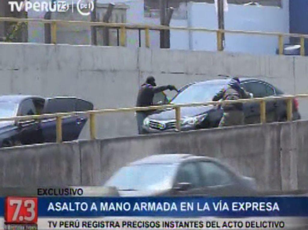 Un violento asalto a mano armada sacució a la Vía Expresa en Perú.