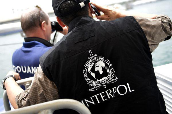 Detuvieron a dos hombres que simulaban ser de Interpol