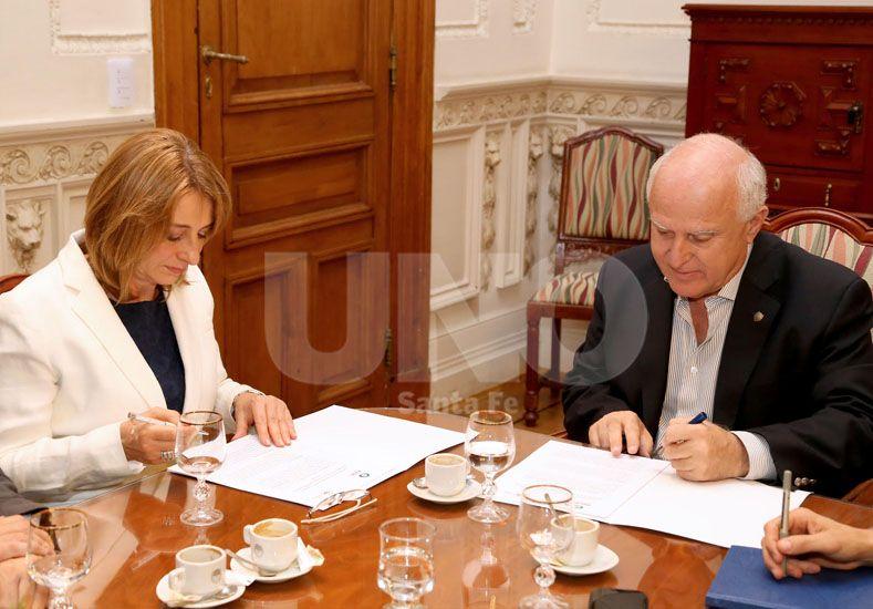 En Rosario. La jefa de los fiscales y el gobernador de la provincia