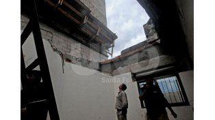 La pared del piso 12 de un edificio en construcción cayó en la casa de una vecina