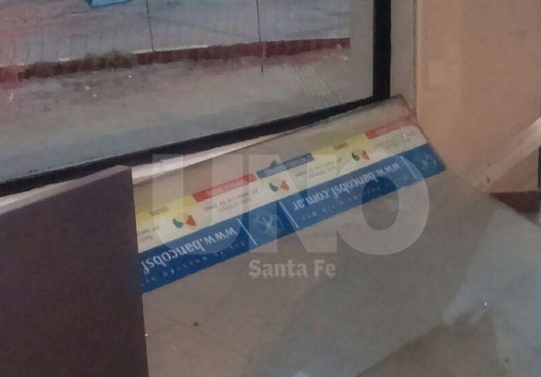 El ventanal de la sucursal del Nuevo Banco de Santa Fe