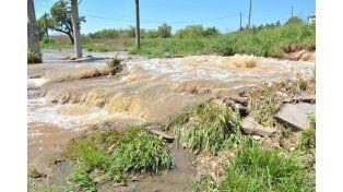 Solicitan al municipio intervenir ante Aguas por el desborde de la cloaca máxima de la ciudad
