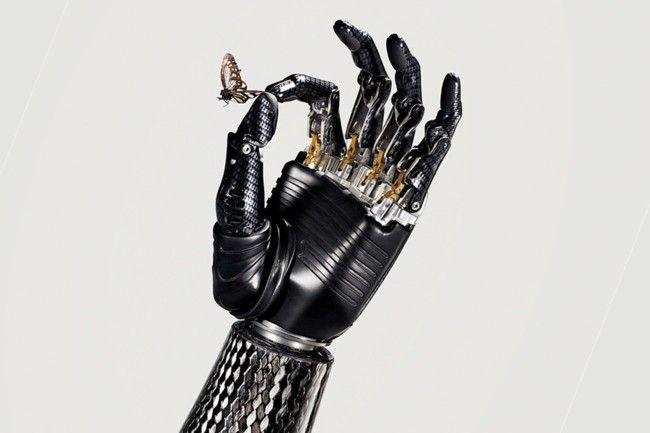 La prótesis permite mover los dedos de forma individual.