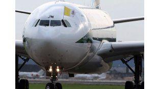 Un láser verde puso en alerta al vuelo que trasladó a Francisco a México