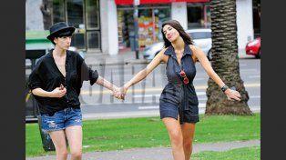 Primera producción de Andrea Rincón con su novia: besos y declaración de amor