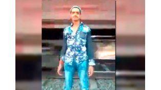 VIDEO: Se hizo el vivo cuando pasaba el tren y terminó mal