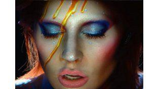 Frenético homenaje de Lady Gaga a David Bowie