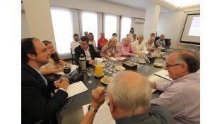 La mesa del diálogo apoyó la iniciativa de las Escuelas de Trabajo