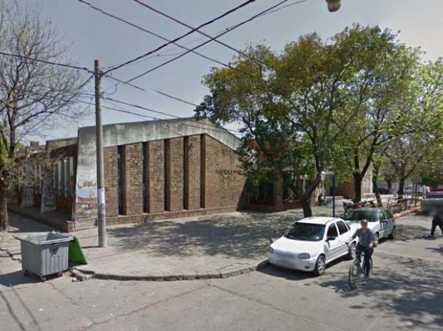 El frente de la escuela Coronel Ortiz de Ocampo