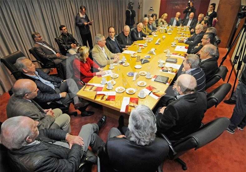 La Mesa de Diálogo/ Manuel Testi.