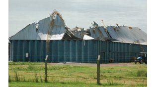 Planta cerealera. Las fuertes ráfagas derribaron la noria y destrozaron silos y una celda de Agricultores Federado Argentinos de Rufino.