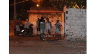 Bº San Lorenzo: asesinaron a una mujer a balazos en la vereda de su casa familiar