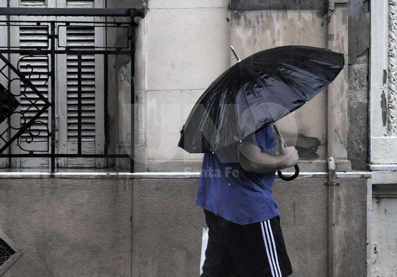 La lluvia trajo el alivio y se mantiene vigente un alerta por tormentas fuertes